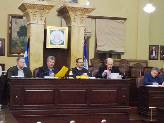 Γιάννενα: Σε… εθνικούς τόνους το δημοτικό συμβούλιο